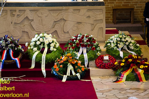 herdenkingsdienst  en een stille tocht naar het Engelse kerkhof 12-10-2014 (15).jpg