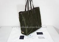 http://store.dokumart.com/prada-br4634-nylonjacquardtote/product-725573.html