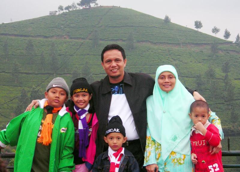 Foto Keluarga Di Puncak 090707