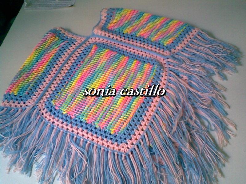 Poncho para niña combinando el tejido tunecino y el ganchillo