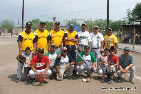 Equipo Perrones en el softbol del Club Sertoma