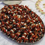 A la capresse, perličky z mozzarelly, cherry rajčata, bazalkový přeliv s extra virgin olivovým olejem