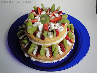 Torta a due piani con frutta