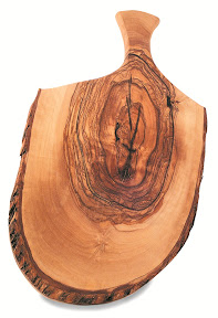 Olive wood chopping board (1 item)