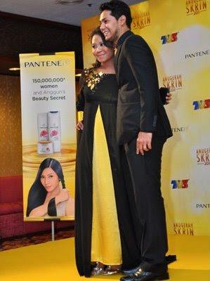 gambar ask 2011 red carpet liya af4 dan asry azizan suami