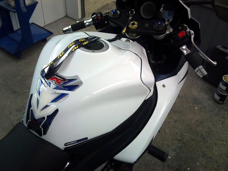 Brinquedo novo na área - GSXR 750 2012 Branca (pag 2) DSC_0061