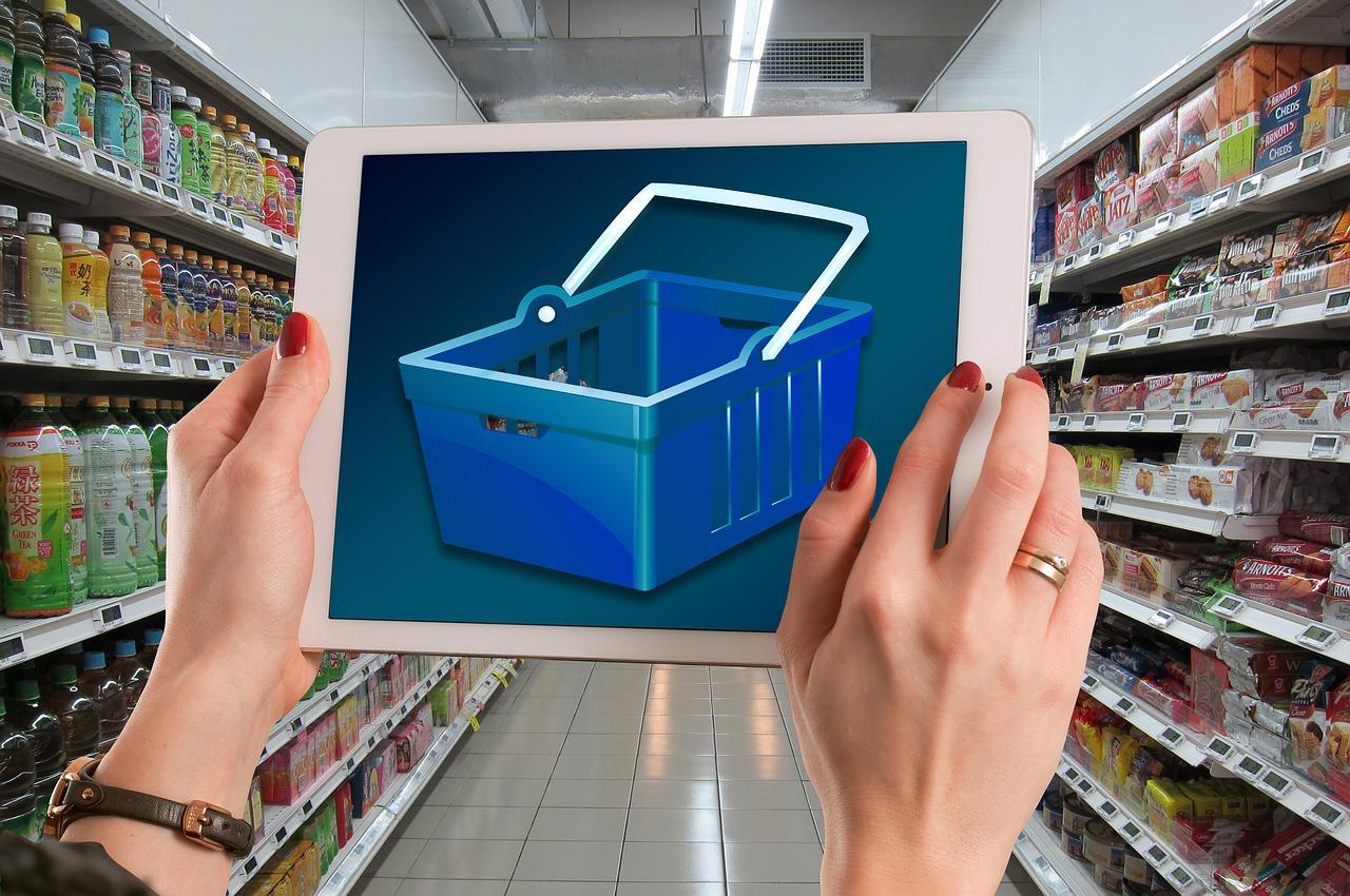 Uma imagem contendo no interior, biblioteca, loja, balcão  Descrição gerada automaticamente