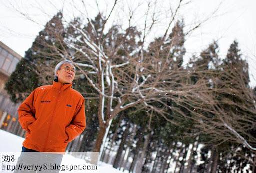 練乙錚很喜歡日本秋田的雪景,經常獨自在雪地步行三小時,「邊行邊出汗,愈行愈精神」,如古語所雲:傲雪欺霜。