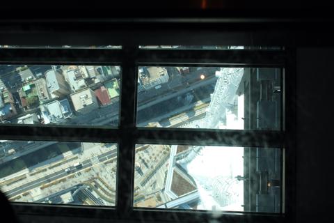 東京スカイツリーガラス張りの床