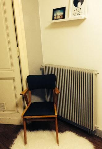 poudre d 39 toiles peindre sur une chaise en tissus. Black Bedroom Furniture Sets. Home Design Ideas