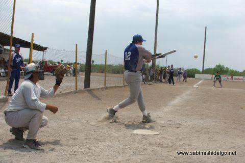 Juan Andrés Acevedo de SUTERM en el softbol del Club Sertoma