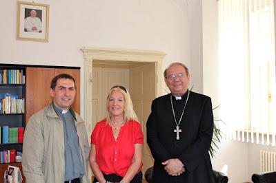 Η Βασούλα συνάντησε τον Επίσκοπο  Jan Orosch  συνοδευόμενη από τον π.  Peter