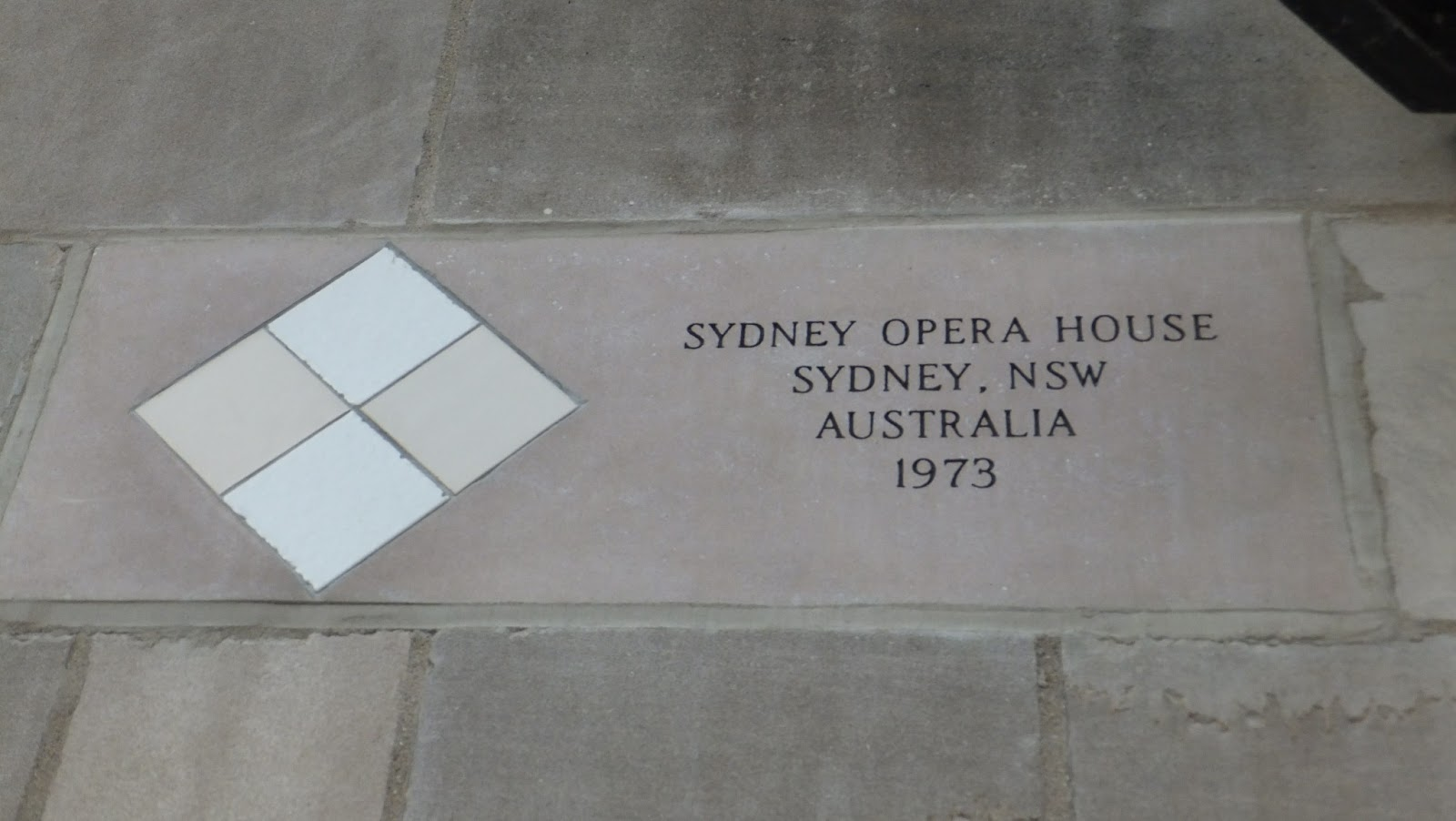 Opera House of Sidney, Muro del Chicago Tribune