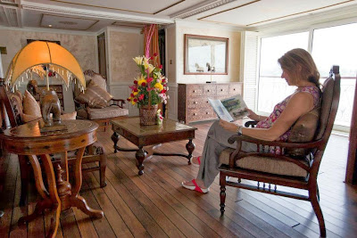 The Jahan's The Raj of India The boutique British-Indian lobby lounge is the perfect place to kick-back and grab a magazine as well. The tranquil atmosphere with white, crème and golden tones, wide sofas, comfy chairs, Indian lamps and the Old England styled reception are a throwback to the days of Colonial India.