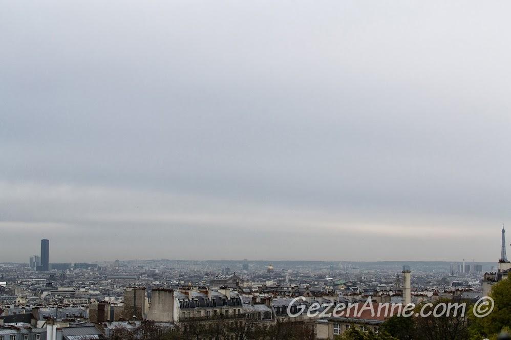 Sacre Coeur'dan Paris ve köşeden Eiffel kulesi manzarası