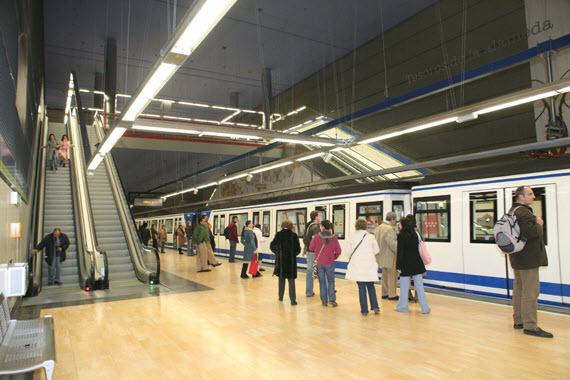 Metro en Navidad 2014: se refuerza el servicio hasta un 19%