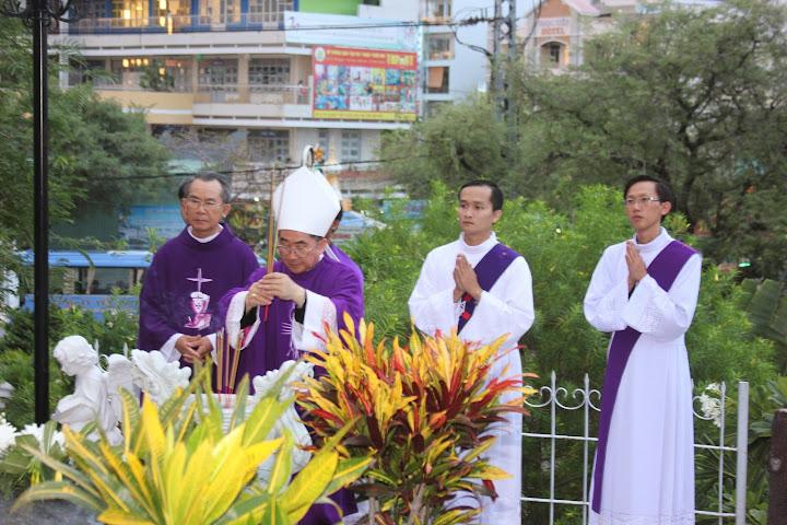 Thánh lễ Giỗ lần thứ 48 Đức Cha Marcel Piquet Lợi tại nhà thờ Chánh Tòa Nha Trang.