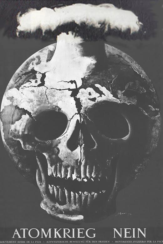 Plakat »Atomkrieg nein«, Totenkopf mit Atompilz.