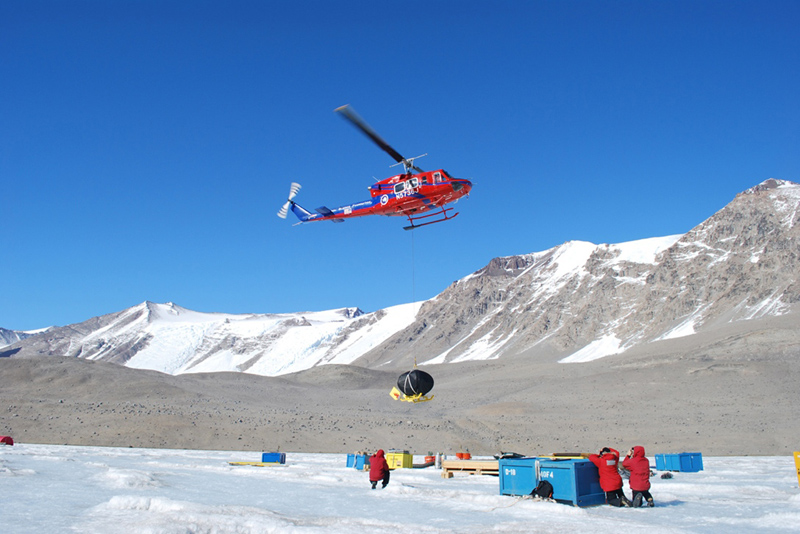 ENDURANCE arrives at Lake Bonney via helicopter. (photo courtesy of Bill Stone, Stone Aerospace)