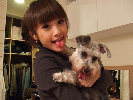 Rainie Yang and a dog two