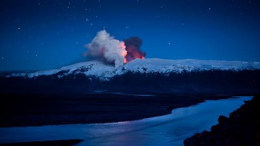 Eyjafjallajokill Eruption, Reykjavik, Iceland.jpg