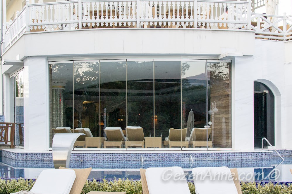 Limak Yalova Butik Otel iç ve dış havuzu