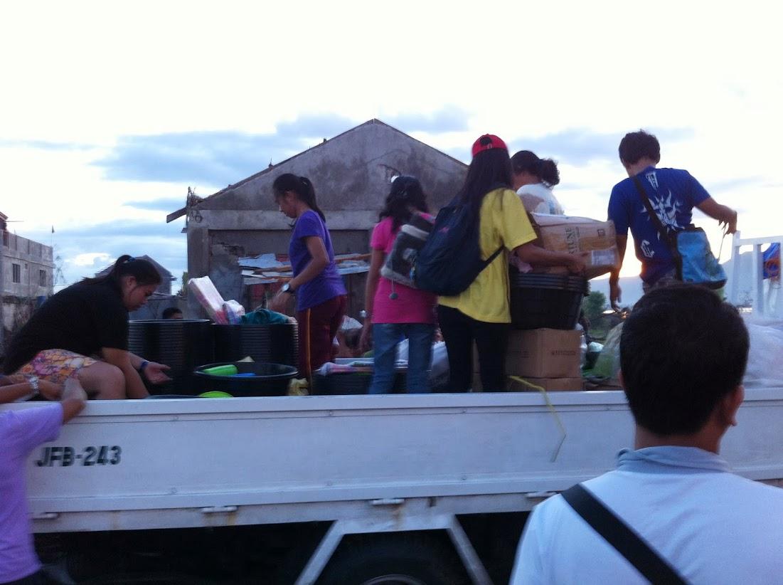https://lh6.googleusercontent.com/-gjY6sB_P9-o/UtjqzhD16NI/AAAAAAAADOY/4S9VTI5MVuk/w1101-h822-no/san-jose-tacloban-relief-010.jpg