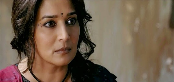 Screen Shot Of Hindi Movie Gulaab Gang (2014) Download And Watch Online Free at Alldownloads4u.Com