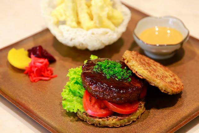 Ramen Burger at Edogin and The Cafe at The Mulia Bali