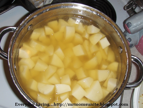 photo of the potatoes boiling in the pot