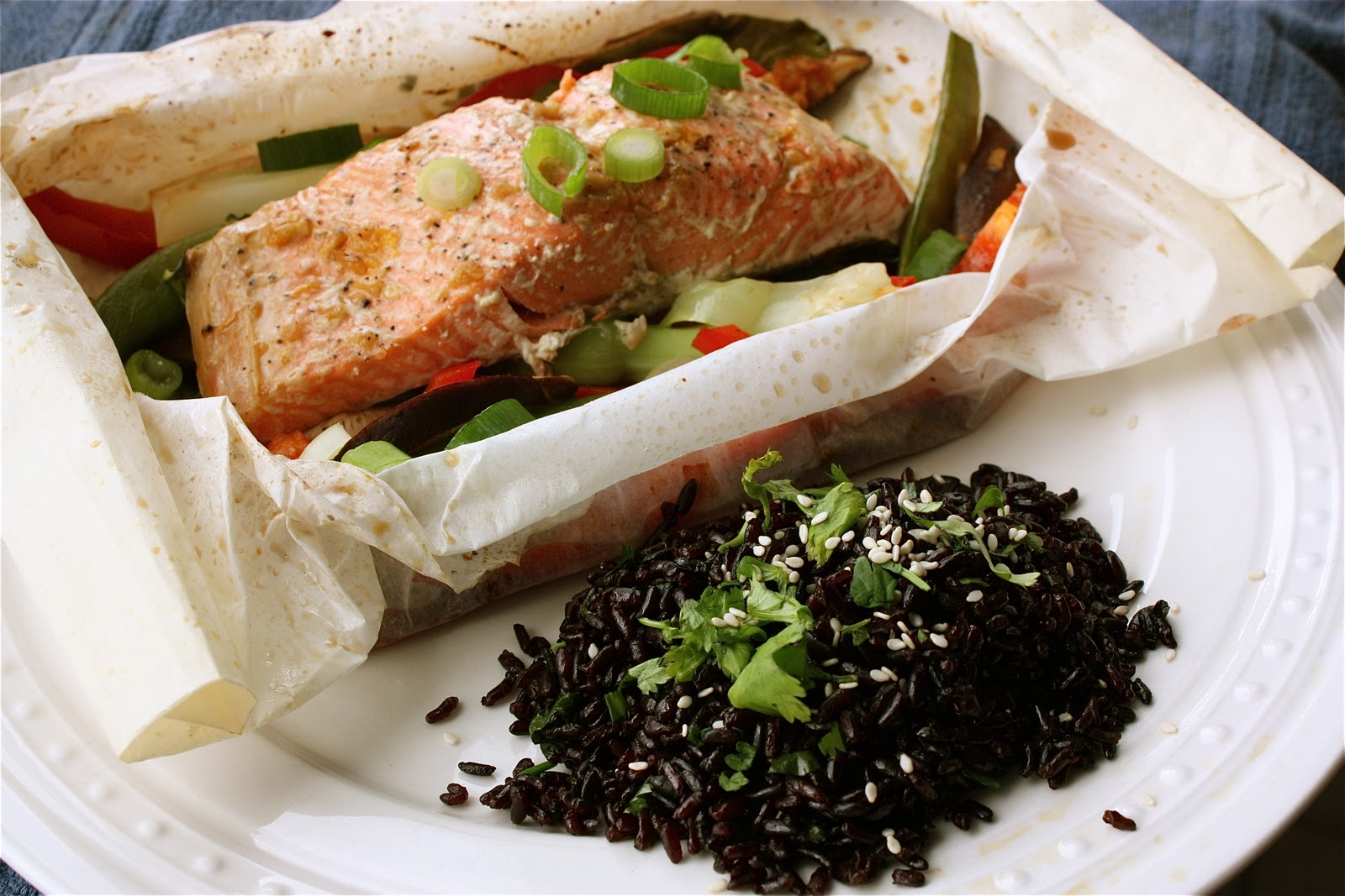 Asian salmon packets with sesame forbidden rice get off for Cooking fish in parchment paper