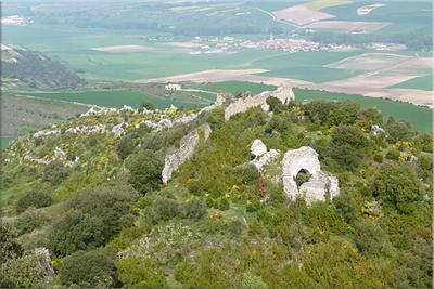 Restos de la ermita vistos desde el Castillo