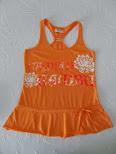 Bonita camiseta naranja de tirantas