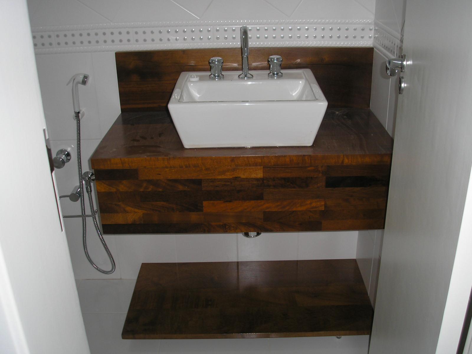 Armário para banheiro em MDF com caixilho em madeira maciça em  #5E3D22 1600 1200