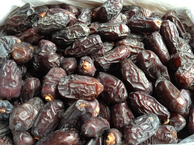how to eat ajwa dates