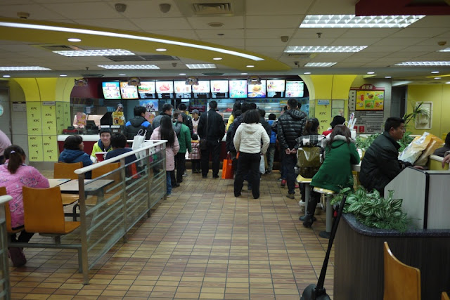 many people waiting to order food at KFC in Yueyang, China