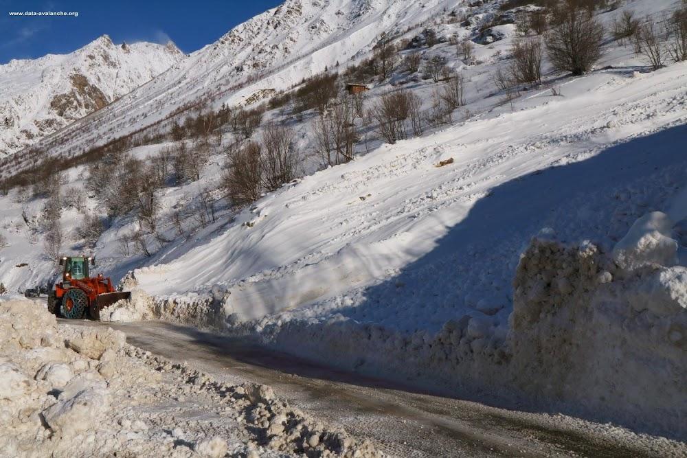 Avalanche Oisans, secteur Aig du Plat de la Selle, RD 530 - Combe de l'Aiguillat - Photo 1 - © Duclos Alain
