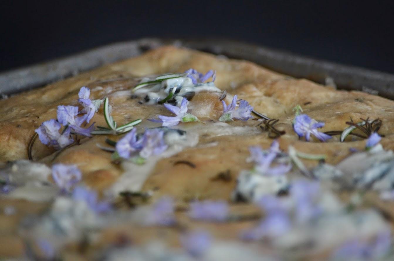 Focaccia Gorgonzola e rosmarino