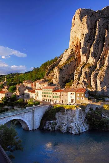 La Route Napoléon qui traverse la ville de Sisteron