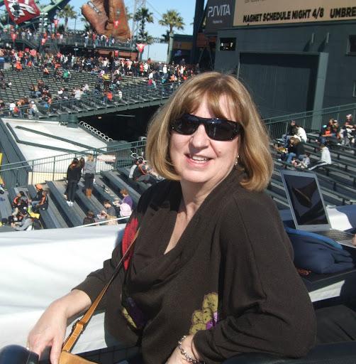 Julie North Photo 22