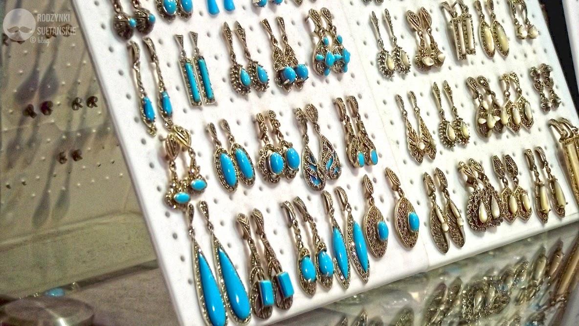 Śliczności sprzedawane na Wielkim Bazarze.