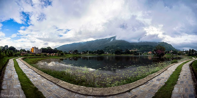 Wide angle view of lake Taudaha