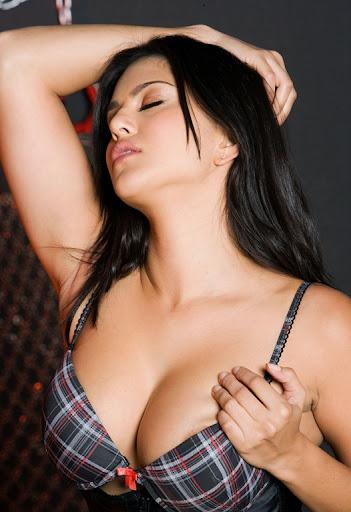 https://lh6.googleusercontent.com/-hGSG_qnz4io/TYnVqhXiO1I/AAAAAAAAAkY/_kpa2Ab9wD0/Sunny-Leone-aka-Karen-Malhotra-4.jpg