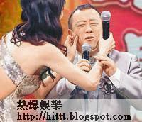 志偉未有受事件影響,昨日到台灣出席活動時任女搓面。