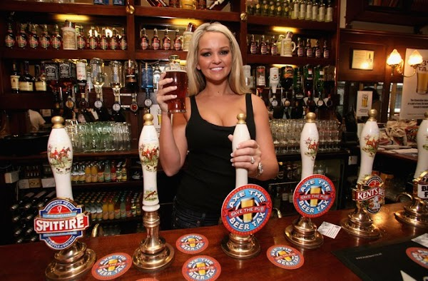 Jennifer Ellison Supports Beer And Pubs Campaign(celebrities-4photos)4