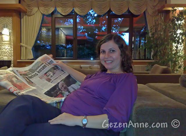 Bolu'daki Koru Otel'in lobisinde otururken