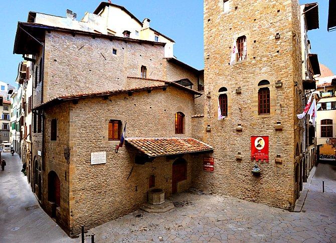 Dante feltételezett szülőháza a Dante Alighieri utcában