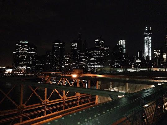 ブルックリン・ブリッジからロウアーマンハッタンを望む