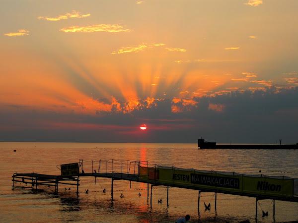 zachodzące słońce w helskim porcie