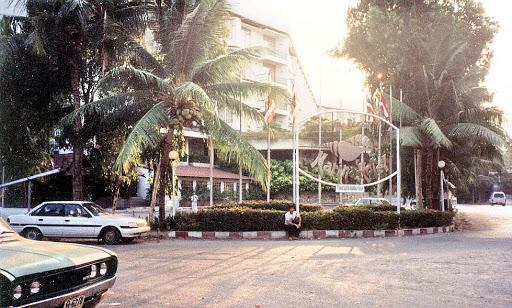 https://lh6.googleusercontent.com/-hMm0e1PFKhc/UvVyUhimA8I/AAAAAAAACrA/3u_CmGsBRBI/s512/regent-marina-hotel_02.jpg